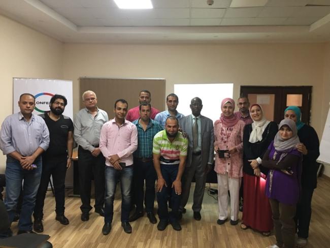 Des cadres de jeunesse des Gouvernorats de l'Egypte à l'école de l'Entrepreneuriat.